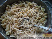 Фото приготовления рецепта: Макароны по-флотски с курицей и сыром - шаг №9