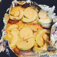 Фото к рецепту: Свинина с авокадо под сырной шапкой