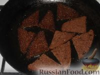 Фото приготовления рецепта: Гренки с чесночным соусом - шаг №7