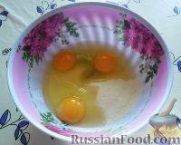 Фото приготовления рецепта: Заливной пирог со сливами - шаг №1
