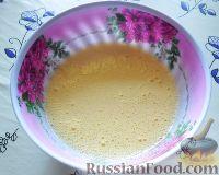 Фото приготовления рецепта: Заливной пирог со сливами - шаг №2