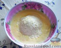 Фото приготовления рецепта: Заливной пирог со сливами - шаг №5