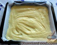 Фото приготовления рецепта: Заливной пирог со сливами - шаг №7