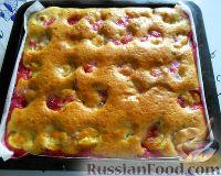 Фото приготовления рецепта: Заливной пирог со сливами - шаг №10