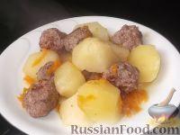 Фото к рецепту: Картофель, тушенный с фрикадельками