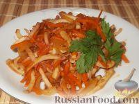 Фото к рецепту: Жареные кальмары с овощами