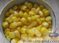 Фото приготовления рецепта: Салат из пекинской капусты с кукурузой - шаг №2
