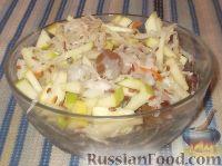 Фото к рецепту: Салат из квашеной капусты с семенами льна