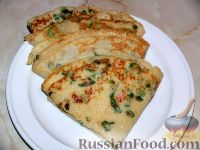 Фото к рецепту: Блины с помидором и зеленым луком