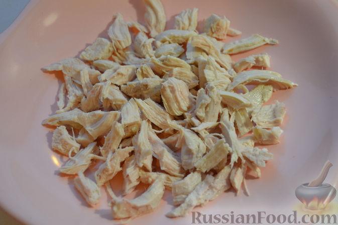 Фото приготовления рецепта: Салат с курицей и виноградом - шаг №1