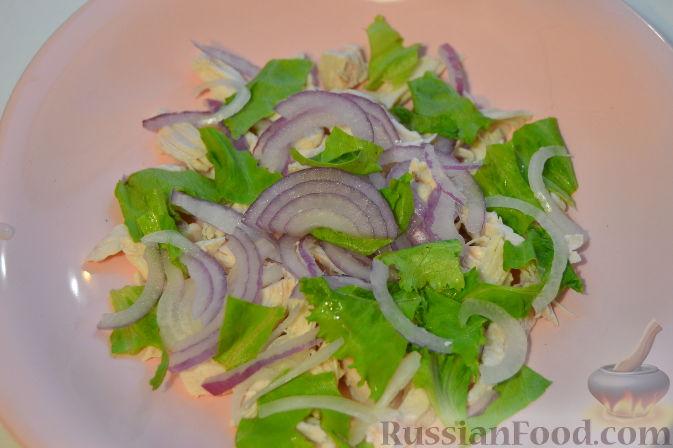 Фото приготовления рецепта: Салат с курицей и виноградом - шаг №4