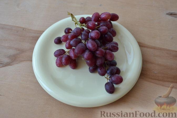 Фото приготовления рецепта: Салат с курицей и виноградом - шаг №5