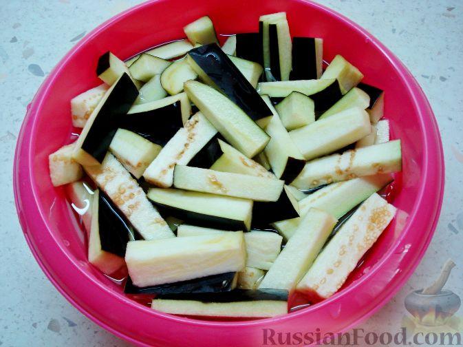 Фото приготовления рецепта: Баклажаны, заправленные лимонно-медовой карамелью - шаг №3