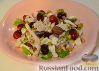Фото к рецепту: Салат с курицей и виноградом