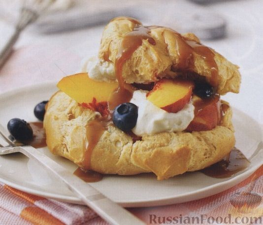 Рецепт Заварные пирожные со сливками и фруктами