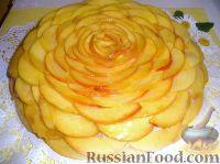 Фото к рецепту: Бисквитный торт с нектарином