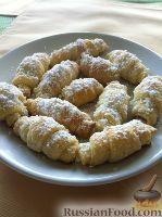 Фото к рецепту: Рогалики с клубничным джемом