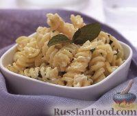 Фото к рецепту: Макароны с сырно-сливочной заправкой