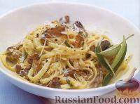 Фото к рецепту: Лапша с грибами в сливочном соусе