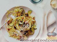 Фото к рецепту: Спагетти с грецкими орехами, цуккини и изюмом