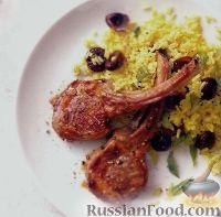 Фото к рецепту: Отбивные из баранины на косточке с рисом карри и вишнями
