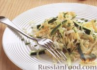 Фото к рецепту: Макароны с цуккини и зеленью