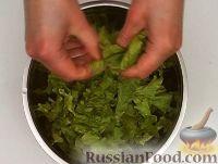 Фото приготовления рецепта: Салат «Цезарь» с курицей - шаг №13