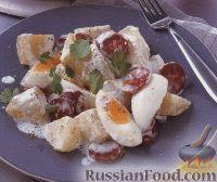 Фото к рецепту: Картофельный салат с колбасками и яйцами
