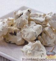Фото к рецепту: Меренги с орехами и шоколадом