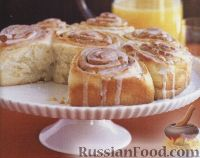 Фото к рецепту: Булочки с корицей в сахарной глазури