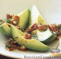 Фото к рецепту: Авокадо с соусом из бекона и петрушки