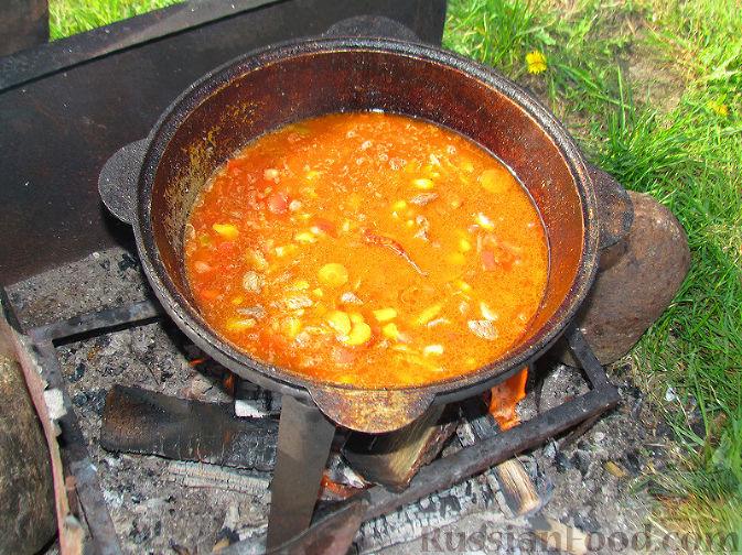 Фото приготовления рецепта: Бограч - венгерский суп - шаг №8