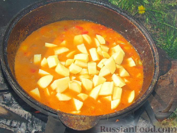 Фото приготовления рецепта: Бограч - венгерский суп - шаг №10