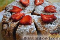 Фото к рецепту: Клубничный бисквит в мультиварке