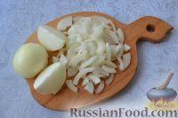 Фото приготовления рецепта: Рыба, запеченная в духовке с овощами, под соусом - шаг №2