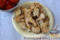 Фото приготовления рецепта: Рыба, запеченная в духовке с овощами, под соусом - шаг №5