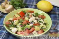 Фото к рецепту: Салат из свежих овощей с брынзой и авокадо