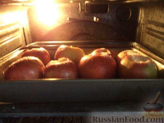 Фото приготовления рецепта: Оладьи из творога и свеклы - шаг №10