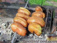 Фото приготовления рецепта: Картопля с салом на углях - шаг №3