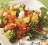 Фото к рецепту: Овощной салат с сыром