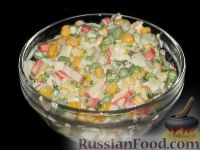 Фото к рецепту: Салат из кукурузы и зеленого горошка с крабовыми палочками