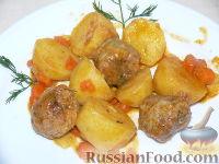 Фото к рецепту: Картофель с фрикадельками в томатном соусе