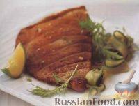 Фото к рецепту: Жареные стейки тунца с огуречным салатом