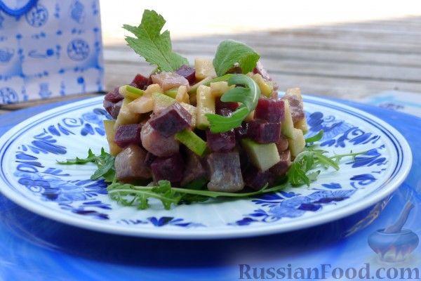 Фото к рецепту: Салат по-староголландски из сельди с яблоками