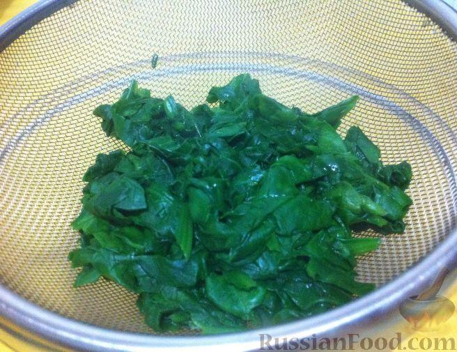 Фото приготовления рецепта: Желе из каркаде, с ломтиками мандарина - шаг №8