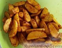 Фото приготовления рецепта: Картошка по-деревенски в духовке - шаг №3