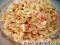 """Фото к рецепту: Салат из пекинской капусты """"Крабовый"""""""