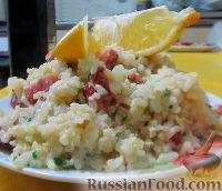 Фото к рецепту: Рис с жареной колбасой и яйцами
