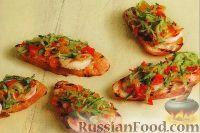 Фото к рецепту: Бутерброды с креветками и огуречным салатом