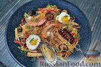 Фото к рецепту: Азиатская лапша с морепродуктами